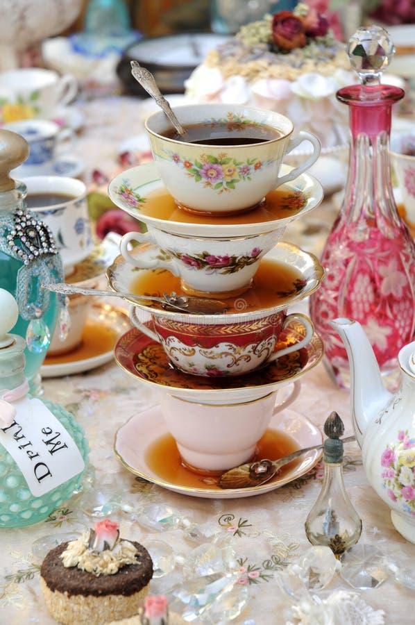 Tasses de thé à une réception images stock