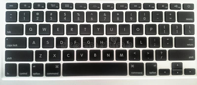 Tastaturmacschwarz-Weißlaptop stockfotos