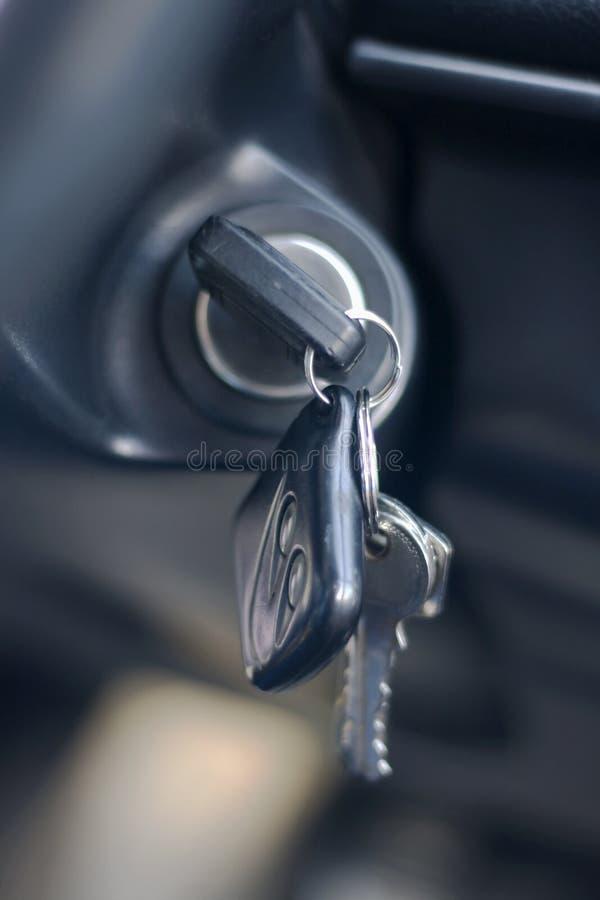 Tasti dell'automobile nell'accensione immagine stock libera da diritti