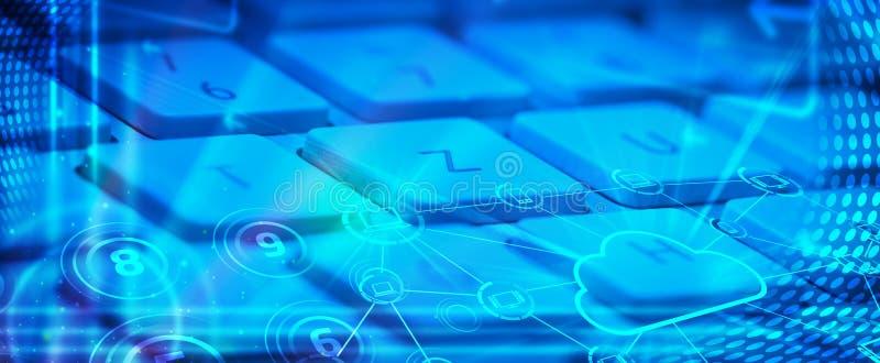 Tastiera con le icone di tecnologia della nube ardente fotografia stock libera da diritti