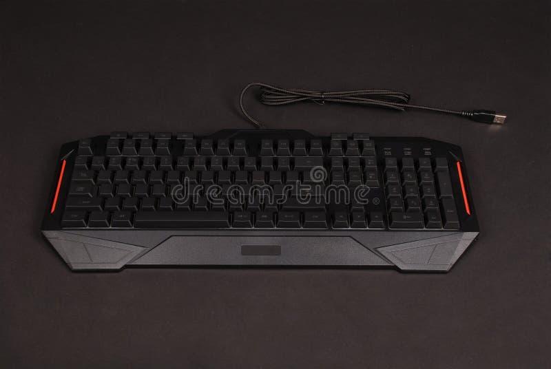 Tastiera di computer isolata su fondo nero immagini stock