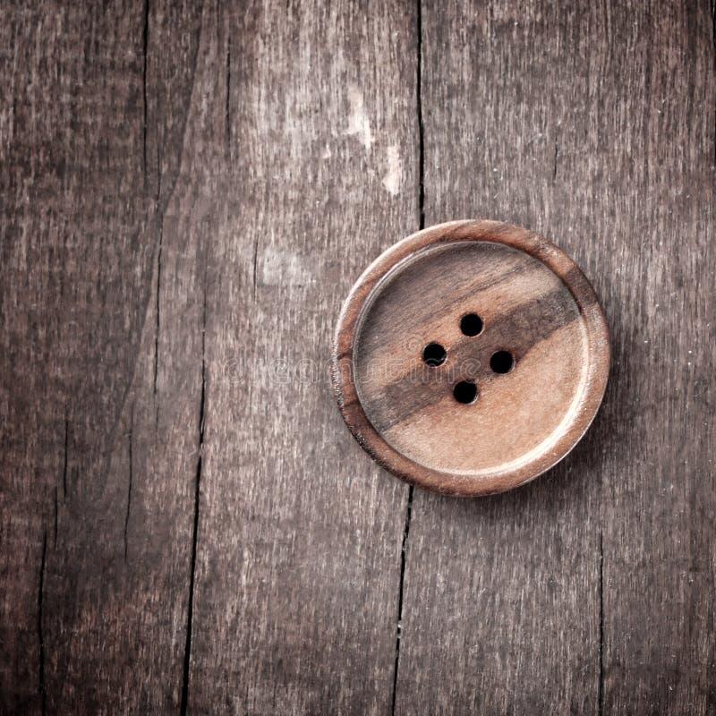 Tasto su una tabella di legno fotografia stock libera da diritti