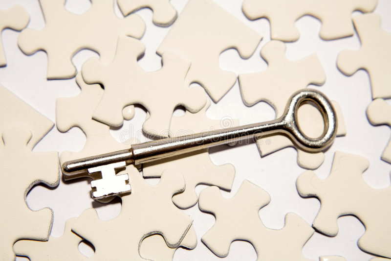 Tasto sulle parti di puzzle fotografia stock
