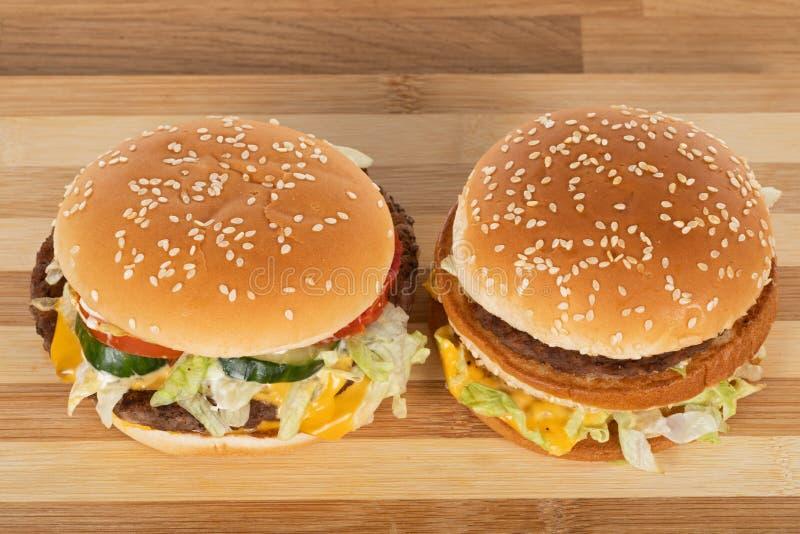 Tasty cheeseburger royaltyfri fotografi