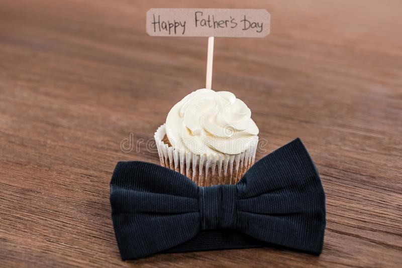 tasty cupcake with bowtie and Happy fathers day inscription royalty free stock photography