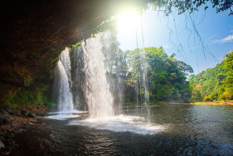 Tat Cham Pee Waterfall, plateau di Bolaven immagine stock libera da diritti