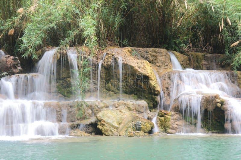 Tat Kuang Si Waterfalls è una cascata a tre livelli di Luang Prabang, Laos immagini stock