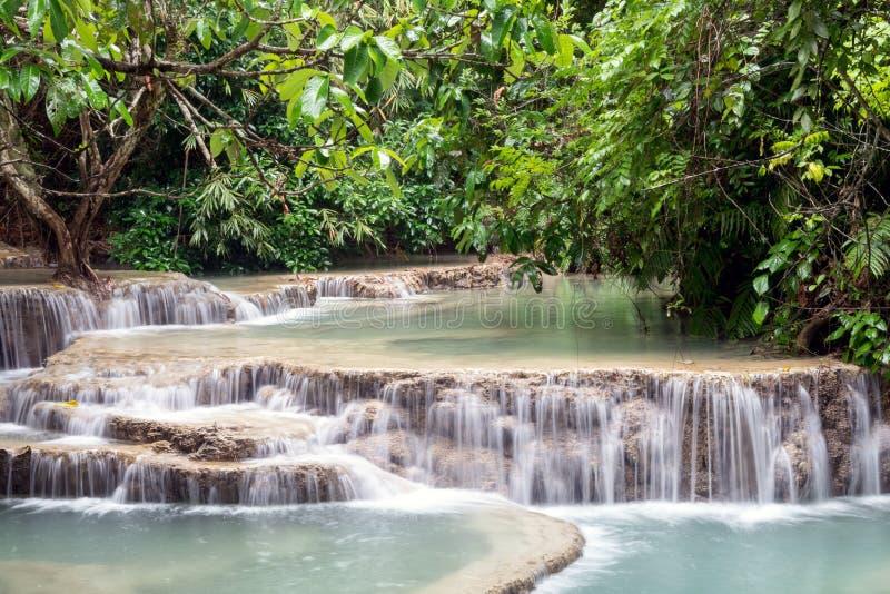 Tat Kuang Si Waterfalls, Luang Prabang, Laos, también deletreó a Kuang Xi imagenes de archivo