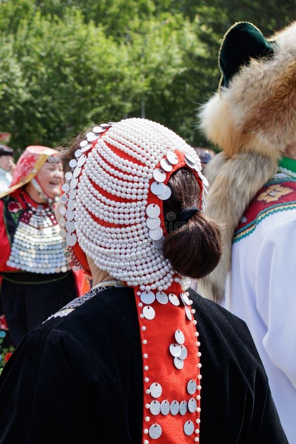 Tatar vrouwelijk traditioneel uitstekend hoofddeksel stock foto