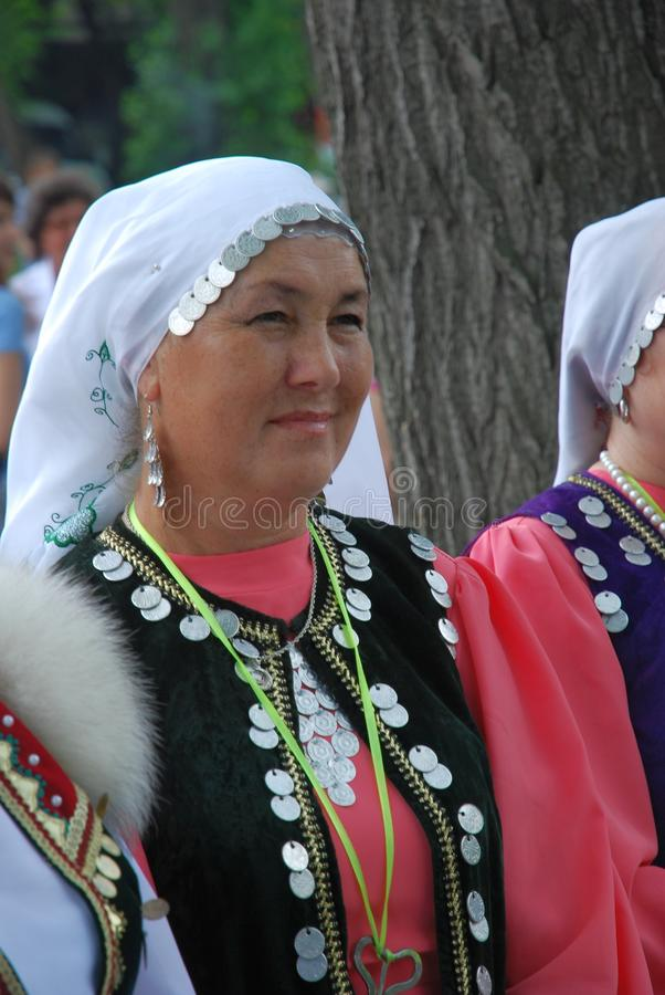 Tatarisches nationales Kostüm Teilnehmer Sabantuy stockfoto
