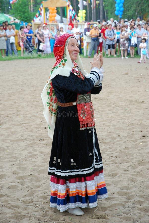 Tatarisches nationales Kostüm Teilnehmer Sabantuy lizenzfreie stockbilder