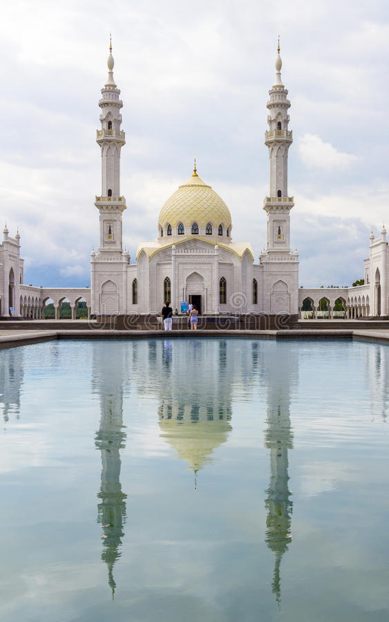 TATARSTAN, RUSLAND - JULI 11, 2015: Witte Mosquei in sity Bolgar, Tatarstan, Rusland stock foto
