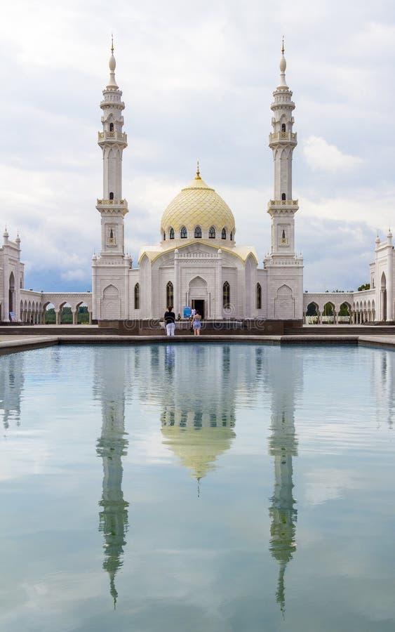 TATARSTAN RYSSLAND - JULI 11, 2015: Vita Mosquei i sityen Bolgar, Tatarstan, Ryssland arkivfoto