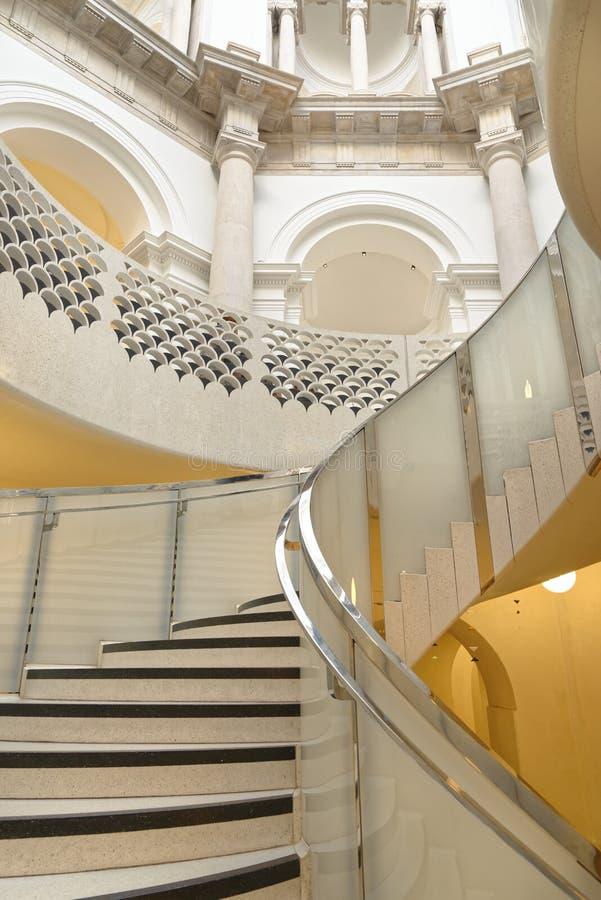 Tate Britain Spiral Staircase alinhadores longitudinais arquitetónicos Colunas cl?ssicas imagens de stock royalty free