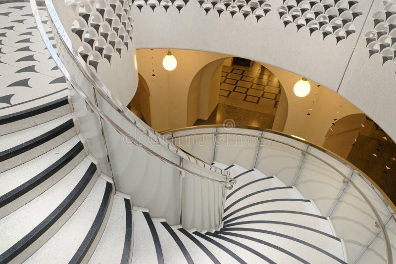 Tate Britain Spiral Staircase alinhadores longitudinais arquitet?nicos Colunas cl?ssicas foto de stock royalty free