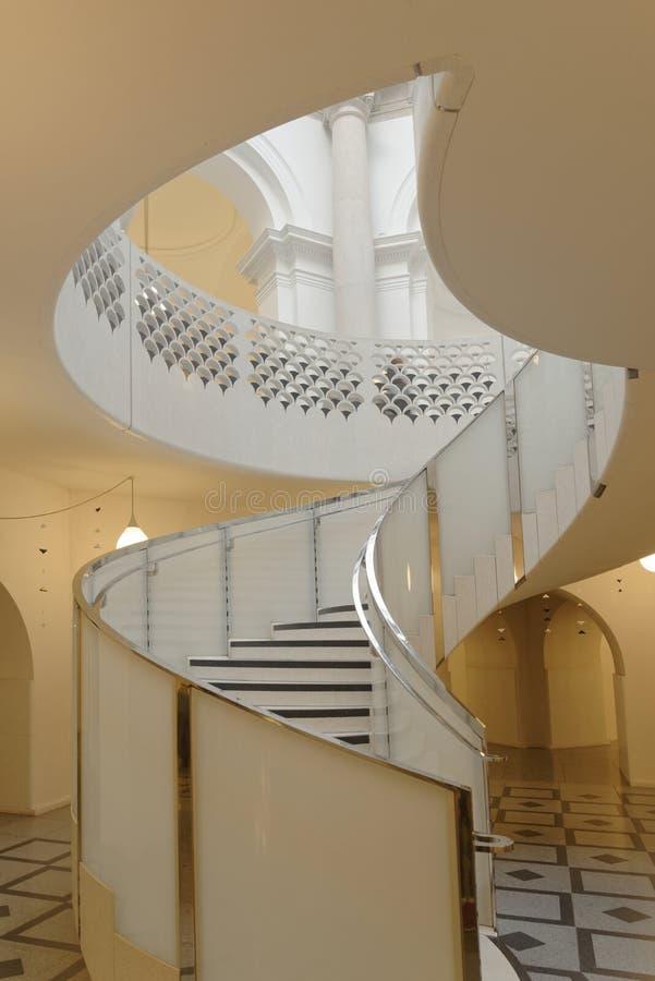Tate Britain Spiral Staircase alinhadores longitudinais arquitet?nicos Colunas cl?ssicas imagens de stock royalty free
