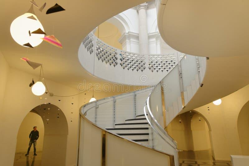 Tate Brytania ?limakowaty schody architektoniczny tupocze klasyczne filar?w obraz stock