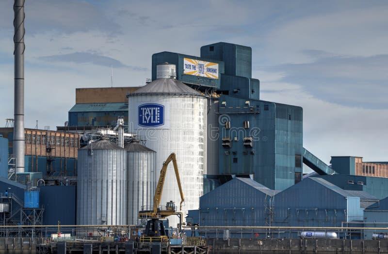 Tate e Lyle Sugar Refinery ao lado do rio Tamisa foto de stock royalty free