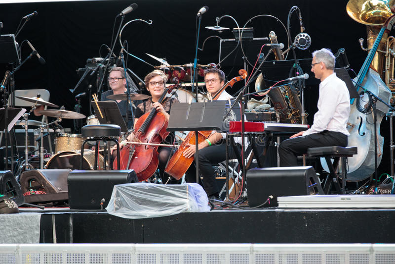 Tatiana Eva-Marie u. Avalon Jazz Band lizenzfreies stockbild