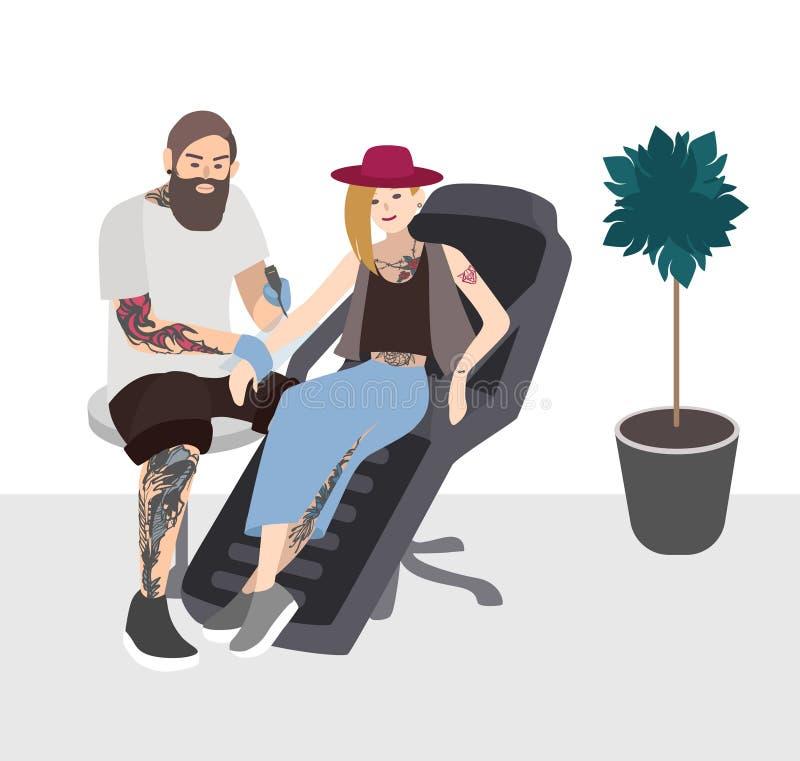 Tatoegeringsmeester op het werk Professionele tattooer die tatoegering doen aan jonge vrouw Tattooist met cliënt Vlakke illustrat vector illustratie