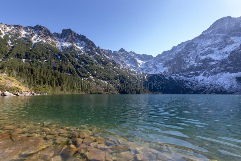Tatra山的Morskie Oko湖在波兰 高横向山 库存图片