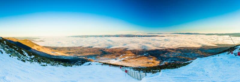 TATRANSKA LOMNICA, ΣΛΟΒΑΚΊΑ - 23 ΔΕΚΕΜΒΡΊΟΥ 2015: Πανοραμική άποψη του SK στοκ φωτογραφίες με δικαίωμα ελεύθερης χρήσης