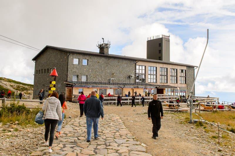 Tatranska Lomnica, Словакия, катание на лыжах и пеший курорт стоковые фотографии rf