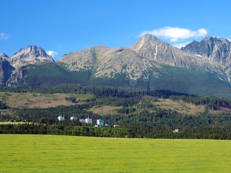 Tatras alto e prado em Eslováquia imagens de stock