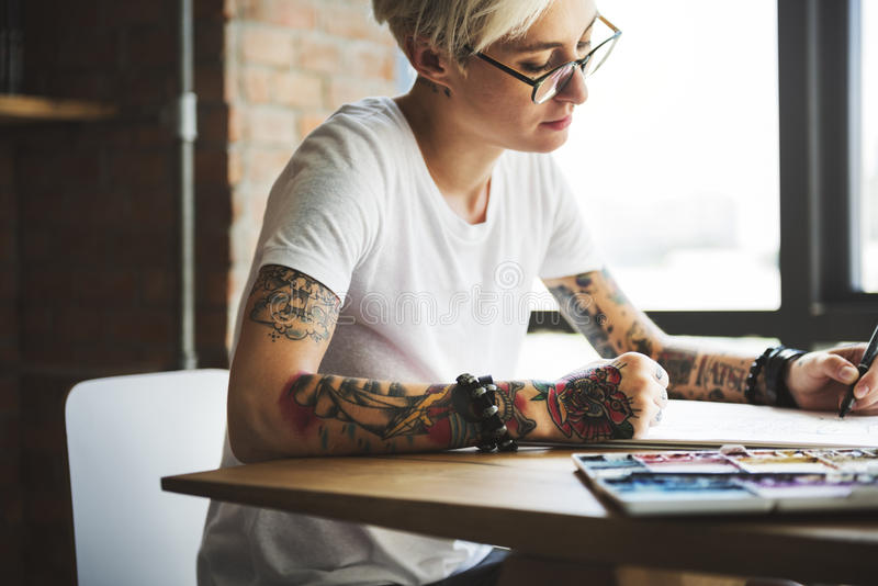 Tatuaż kobiety pomysłów projekta inspiraci Kreatywnie pojęcie obrazy royalty free