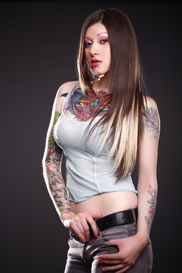 Tatuażu model z jaskrawym makijażem zdjęcie stock
