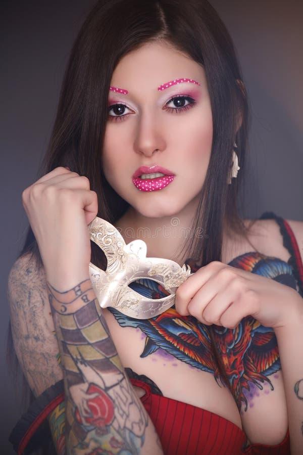 Tatuażu model z jaskrawym makijażem zdjęcie royalty free