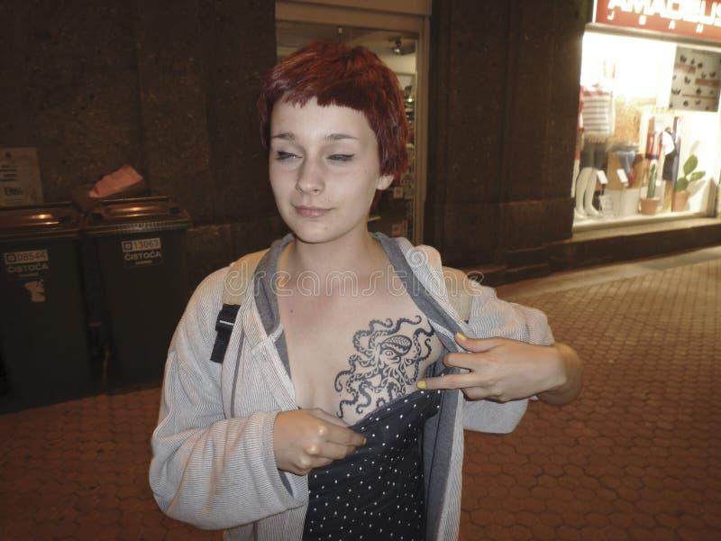 Download Tatuaż jako moda zdjęcie editorial. Obraz złożonej z rockabilly - 31596561