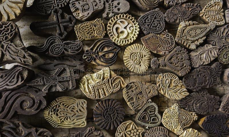 Tatuaggi religiosi temporanei con altri simboli fotografia stock