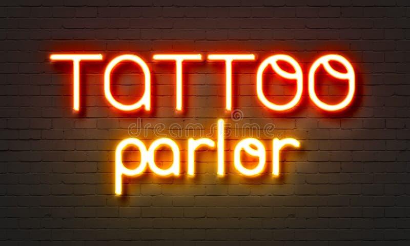 Tatuera mottagningsrumneontecknet på bakgrund för tegelstenvägg royaltyfria bilder