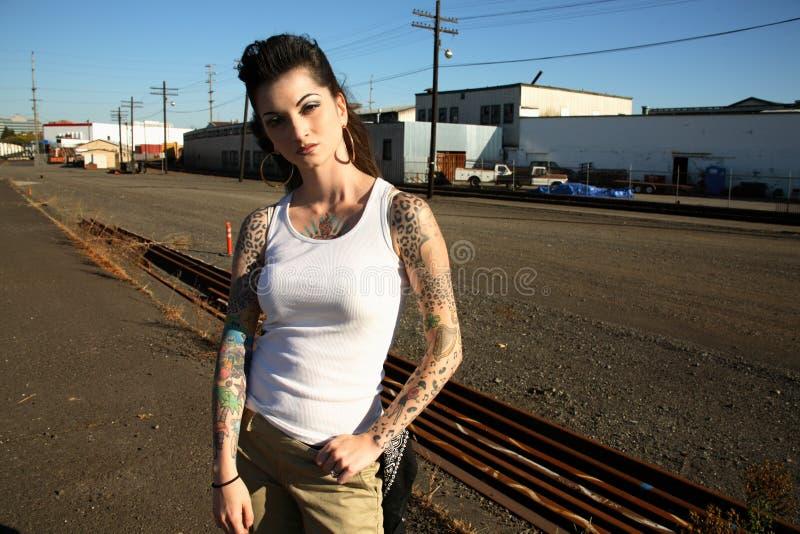 tatuerar kvinnabarn fotografering för bildbyråer