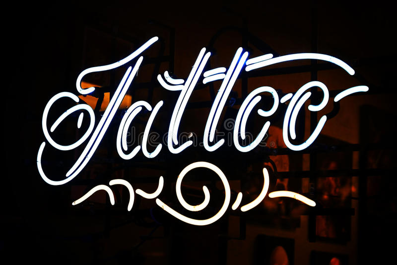 tatuering för neontecken royaltyfri foto