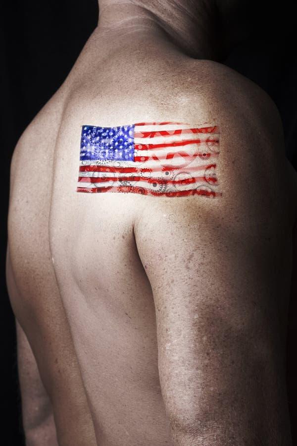 Tatueringamerikanska flagganman royaltyfria bilder