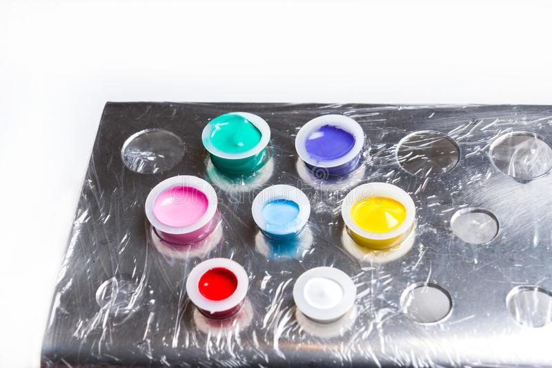 Tatueringen kuper färgpulverhållaren arkivfoton