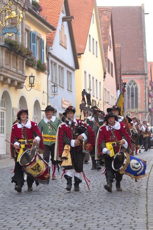 TAUBER de ROTHENBURG OB DER, ALEMANIA - 5 de septiembre: Ejecutantes de t fotografía de archivo libre de regalías