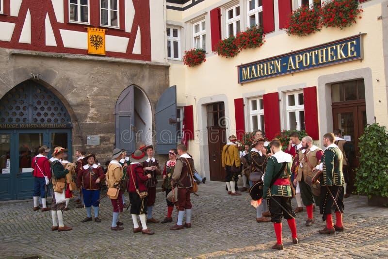 TAUBER de ROTHENBURG OB DER, ALEMANIA - 5 de septiembre: Ejecutantes de t imágenes de archivo libres de regalías