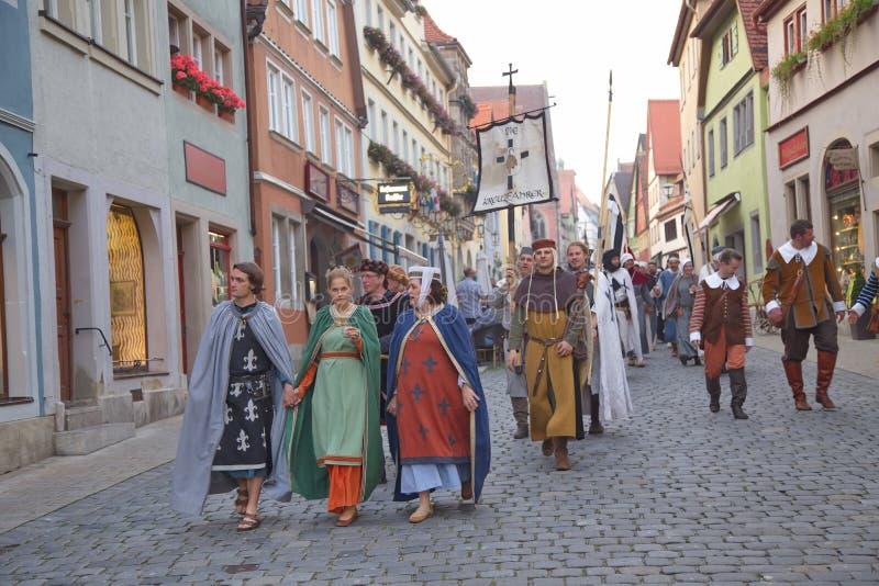 TAUBER de ROTHENBURG OB DER, ALEMANIA - 5 de septiembre: Ejecutantes de t fotos de archivo