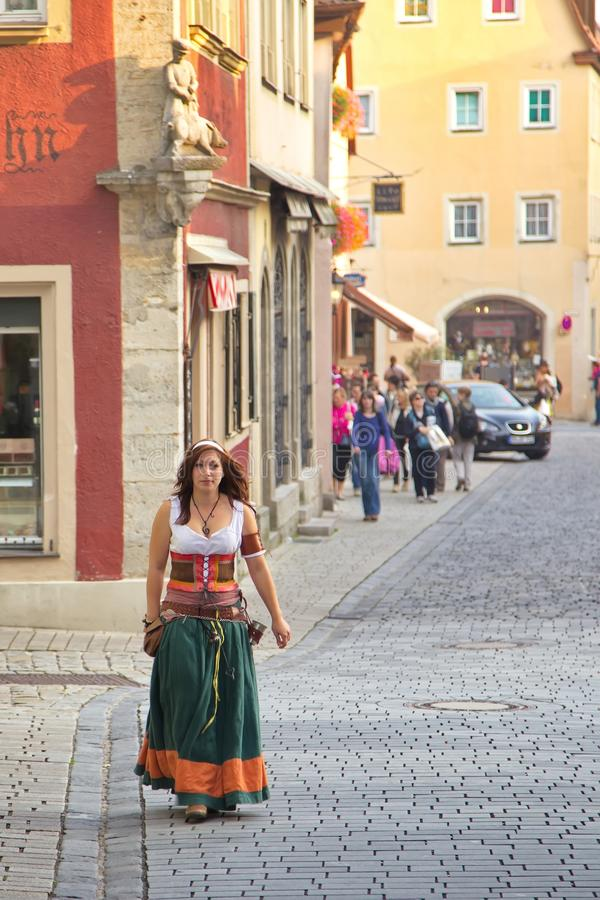 TAUBER de ROTHENBURG OB DER, ALEMANIA - 5 de septiembre: Ejecutantes de t imagen de archivo