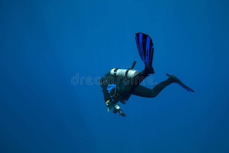 Tauchen des tiefen Wassers stockfotos
