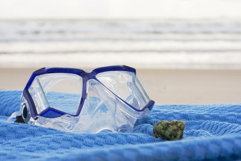 Tauchmaske am Strand lizenzfreies stockfoto