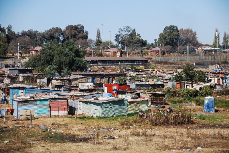 Taudis à SOWETO, une banlieue noire de Johannesburg image stock