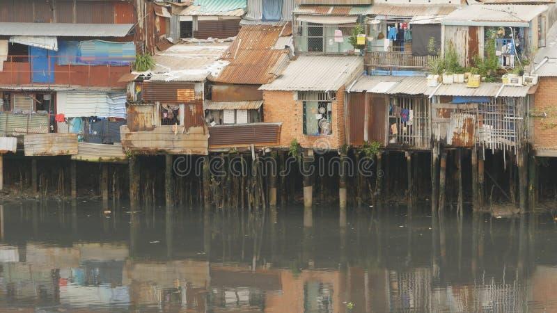 Taudis sur la rivière saigon vietnam Vue 7 photos libres de droits