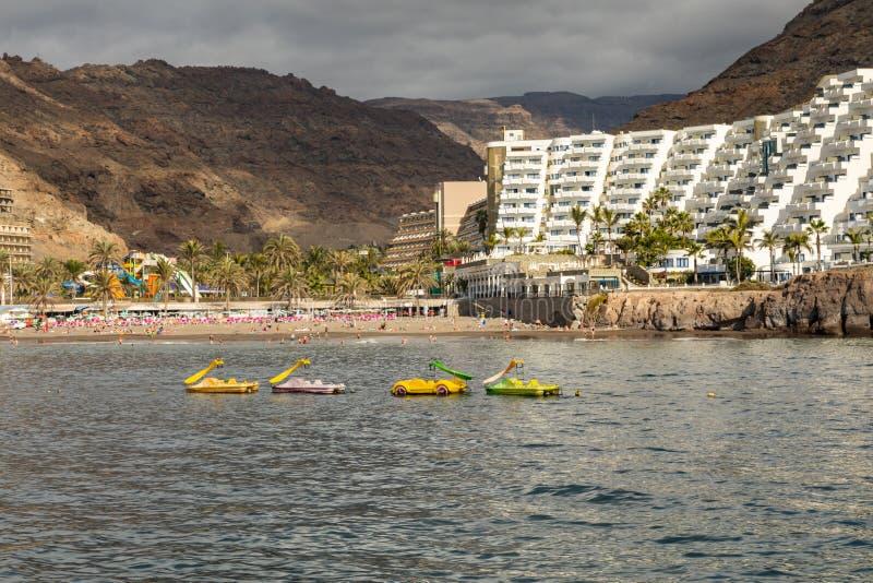 Taurito, Gran Canaria Praia e hotéis vistos do mar foto de stock royalty free