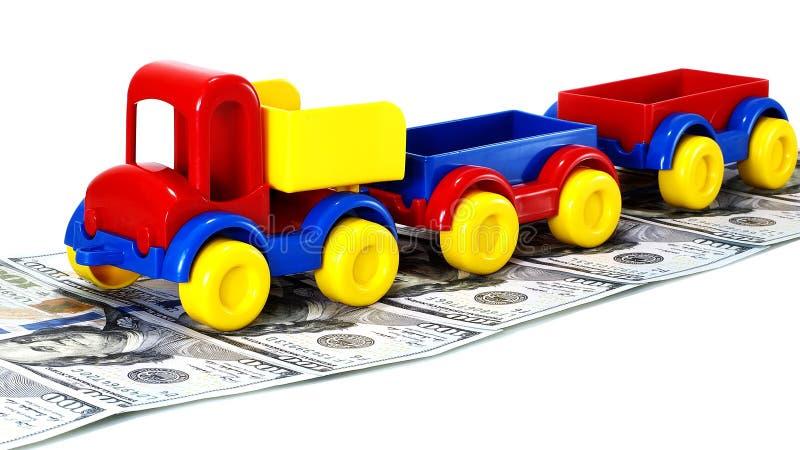 Tauschen Sie Spielzeug auf der Straße vom Geld auf weißem Hintergrund stockfotografie