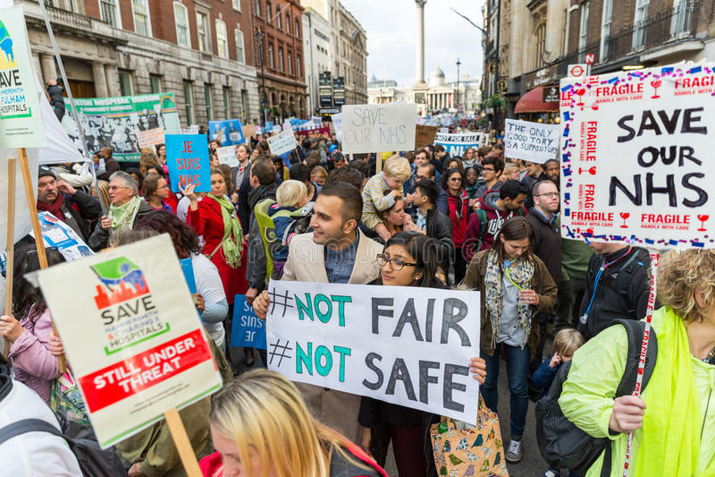 Tausendejuniordoktorprotest in London lizenzfreie stockbilder