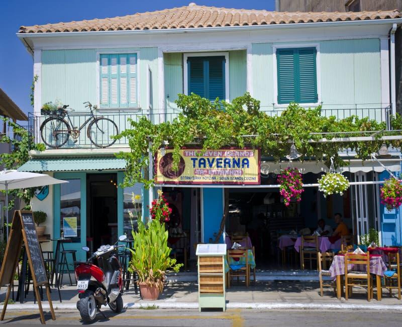 Taverna grego, cidade de Lefkada foto de stock